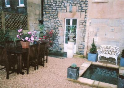 courtyard-garde